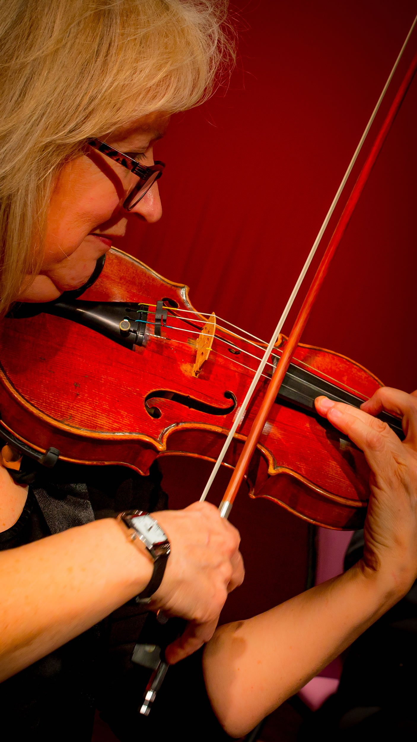 Nicky Goodwin of The Haysden String Quaret playing the violin